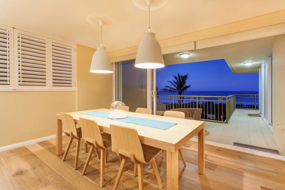 casa-e-decoracao-qual-o-material-ideal-para-moveis-de-praia.jpeg